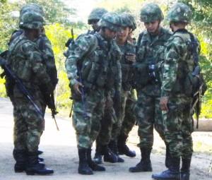 Escorte armée de la délégation  ©Tatiana Rodriguez/2015