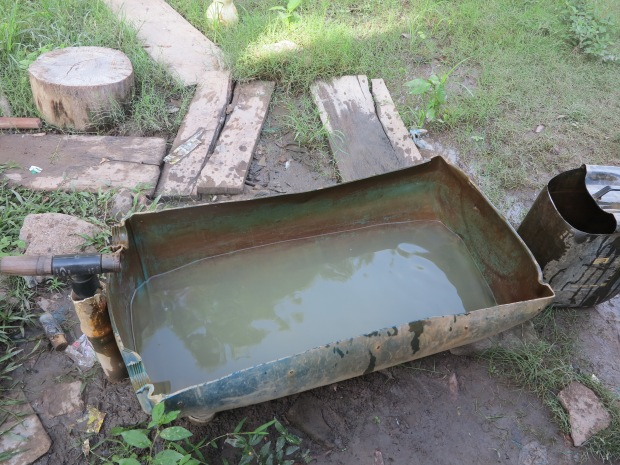 L'eau qui sort du puit, utilisée pour boire, cuisiner et se laver ©Judith Bovard/2015