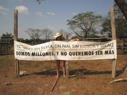 Colombie_Banderole dans une communauté luttant contre son déplacement©PWS2013
