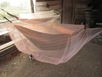 Colombie_les conditions de vie des observateurs dans les communautés sont sommairesColombie_ Les paysans reconstruisent une hutte brûlée ©PWS2013