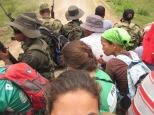 Colombie_les paysans, l'armée et les observatrices se rendent dans les champs pour un constat ©PWS2013