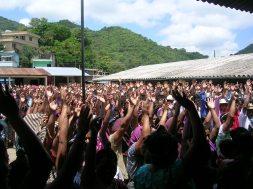 Guatemala_Consultation communautaire pour ou contre les projets miniersColombie_Déplacement des observateurs en chaloupe©PWS2007