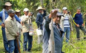 Paysans de Las Pavas confronté à la présence des travailleurs de l'entreprise ©Tatiana 2015