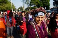 Frauen und Kinder im Marsch im Namen des Wassers