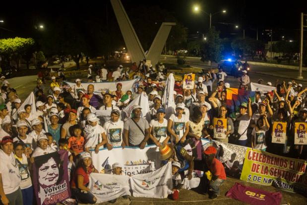 La foto di gruppo all'arrivo al Parco Camillo Torres dopo il corteo del movimento il venerdi sera.